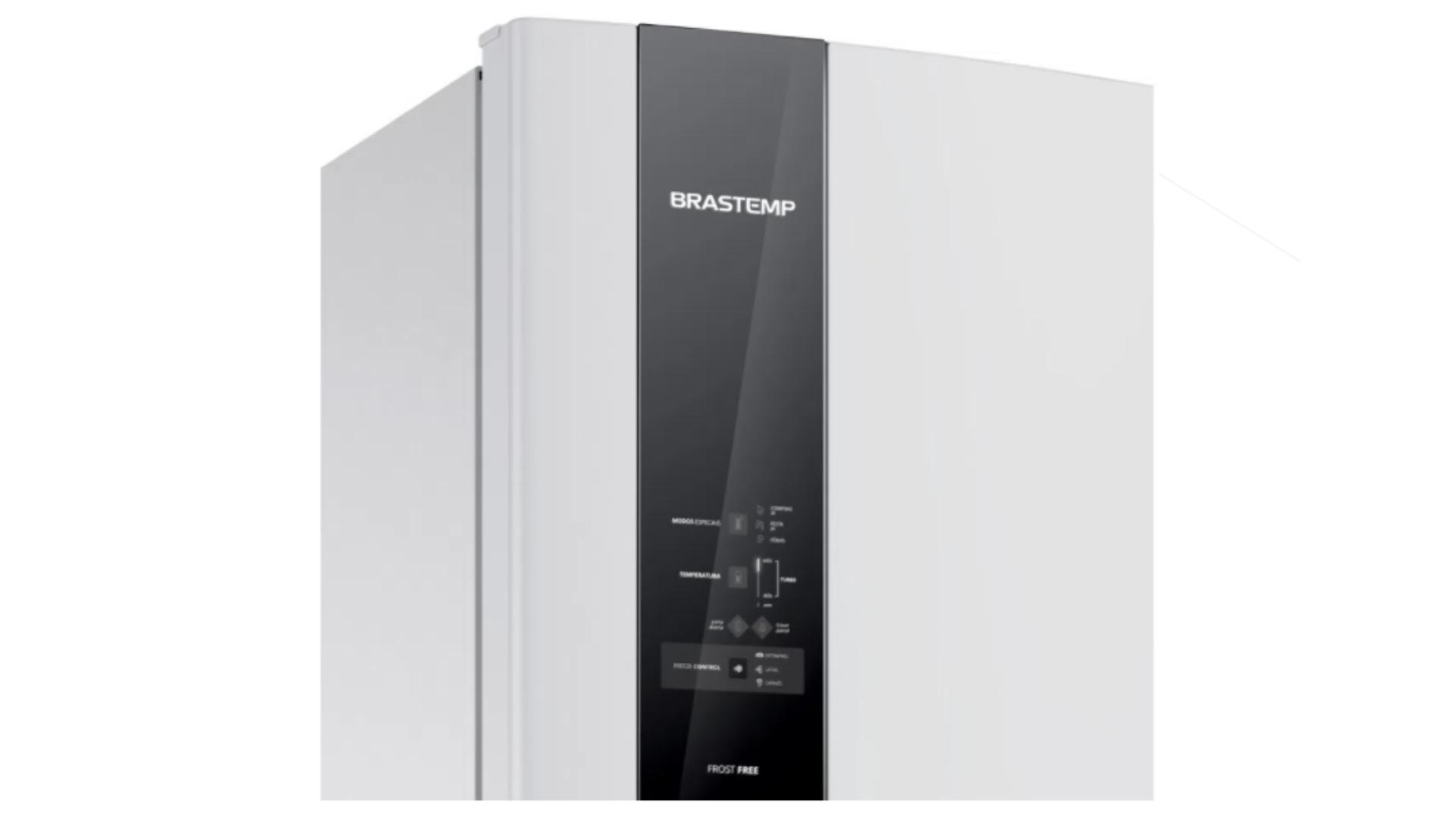 A geladeira Brastemp BRM54HB é duplex, Frost Free e conta com a função Espaço Adapt (Imagem: Divulgação/Brastemp)