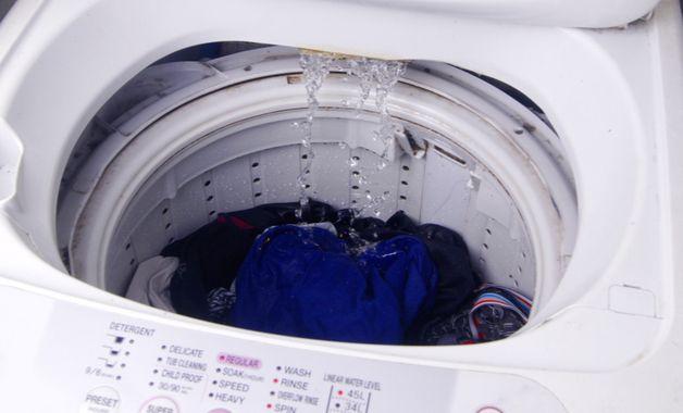 Por fim, escolha o nível de água de acordo com o volume de roupas. (Imagem:Reprodução/Shutterstock)