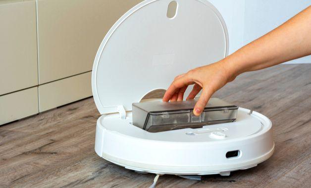 Compartimento para sujeira no aspirador de pó robô. (Imagem:Reprodução/Shutterstock)