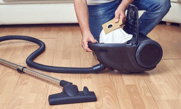 Saco para aspirador de pó, uma das maneiras de realizar o armazenamento do lixo. (Imagem:Reprodução/Shutterstock)