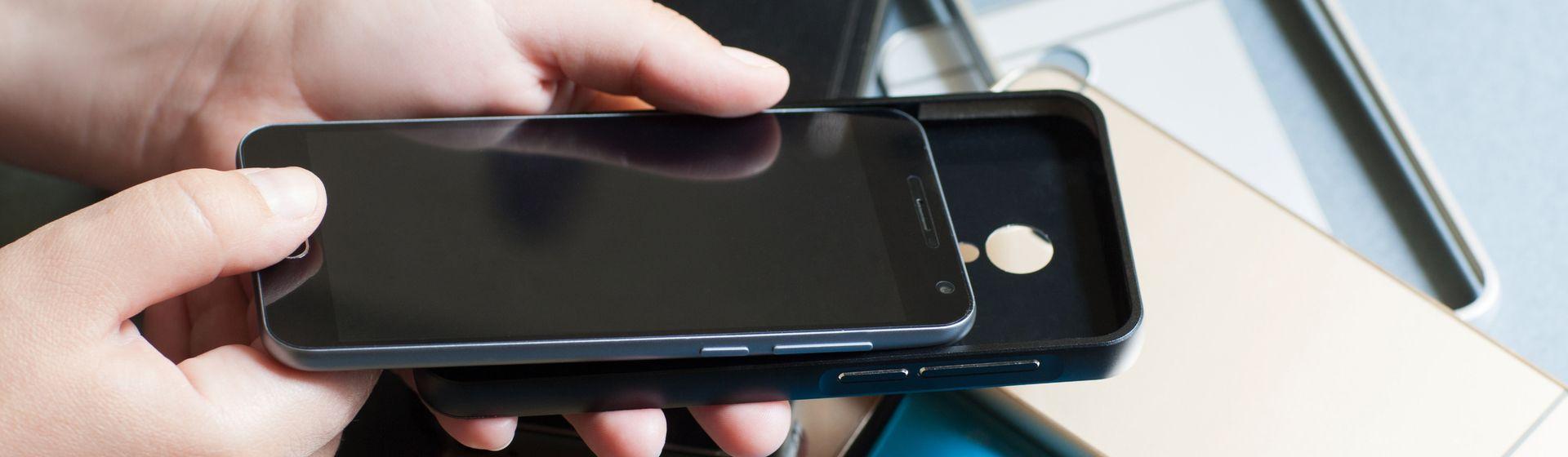 Como escolher capinha de celular? Conheça os tipos mais comuns