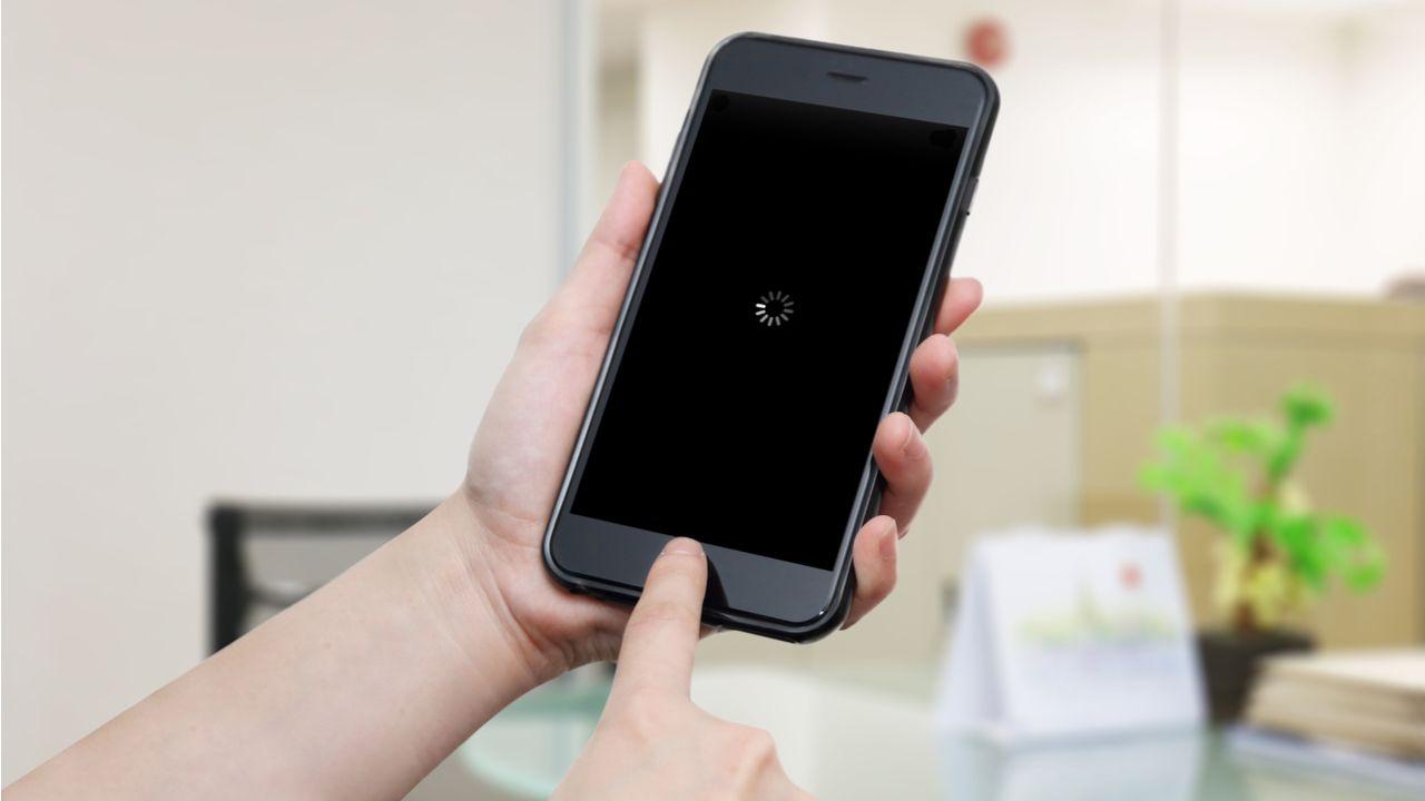 Todo celular pode travar às vezes, mas, quando acontece com frequência, isso pode ser um problema (Foto: Shutterstock)