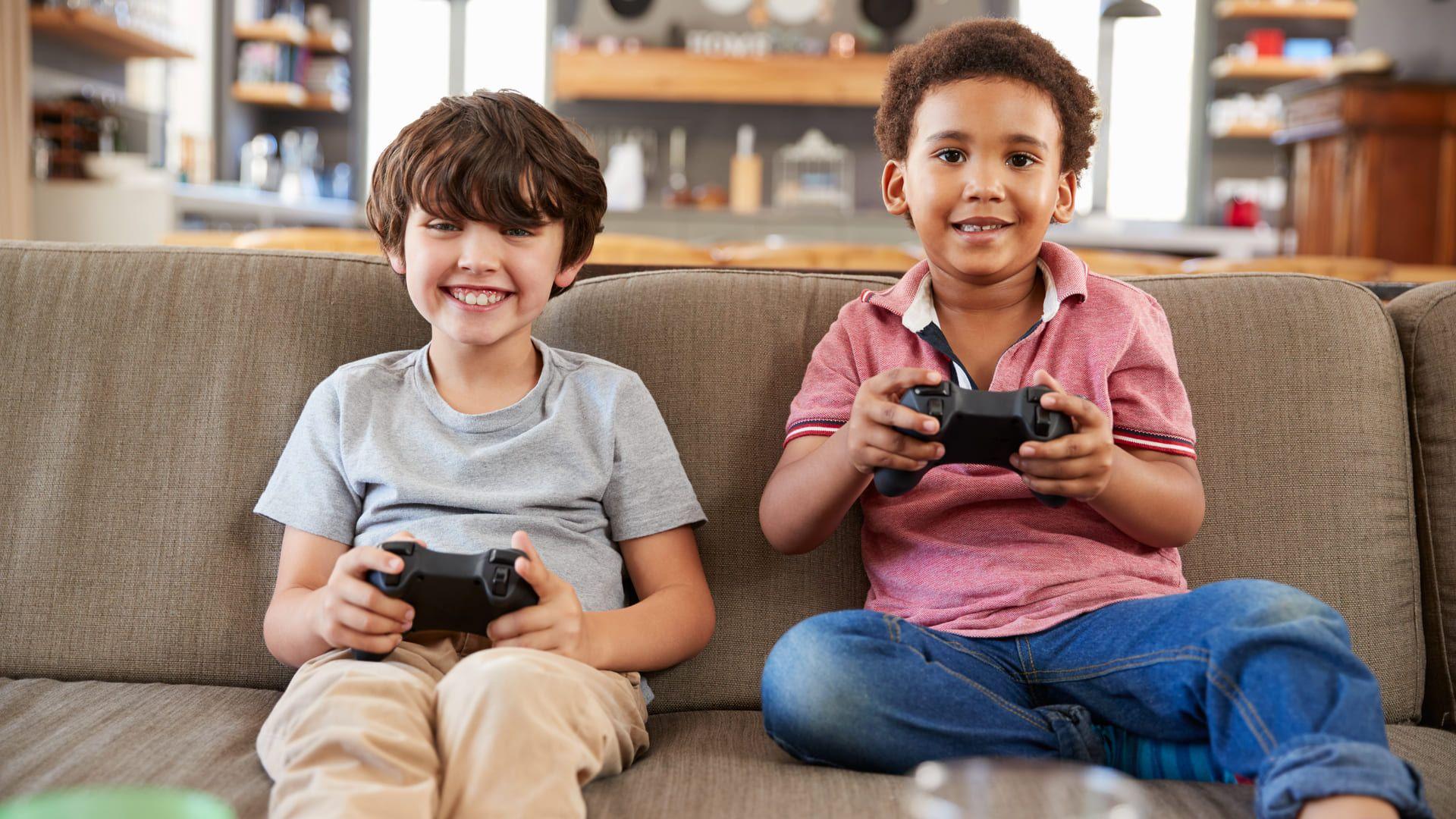 Confira os melhores jogos para crianças de 2020. (Foto: Shutterstock/Monkey Business Images)