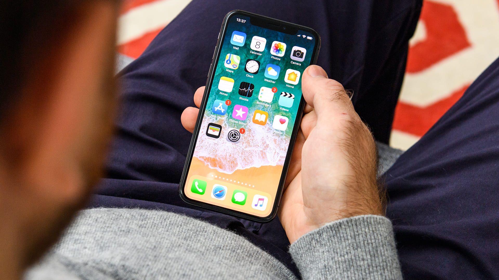 Os smartphones são os produtos mais procurados na Black Friday (Shutterstock)