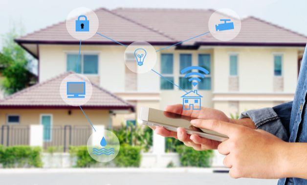 Uma casa inteligente pode ter vários níveis de complexidade, incluindo uma automação residencial completa ou mais simples. (Imagem:Reprodução/Shutterstock)