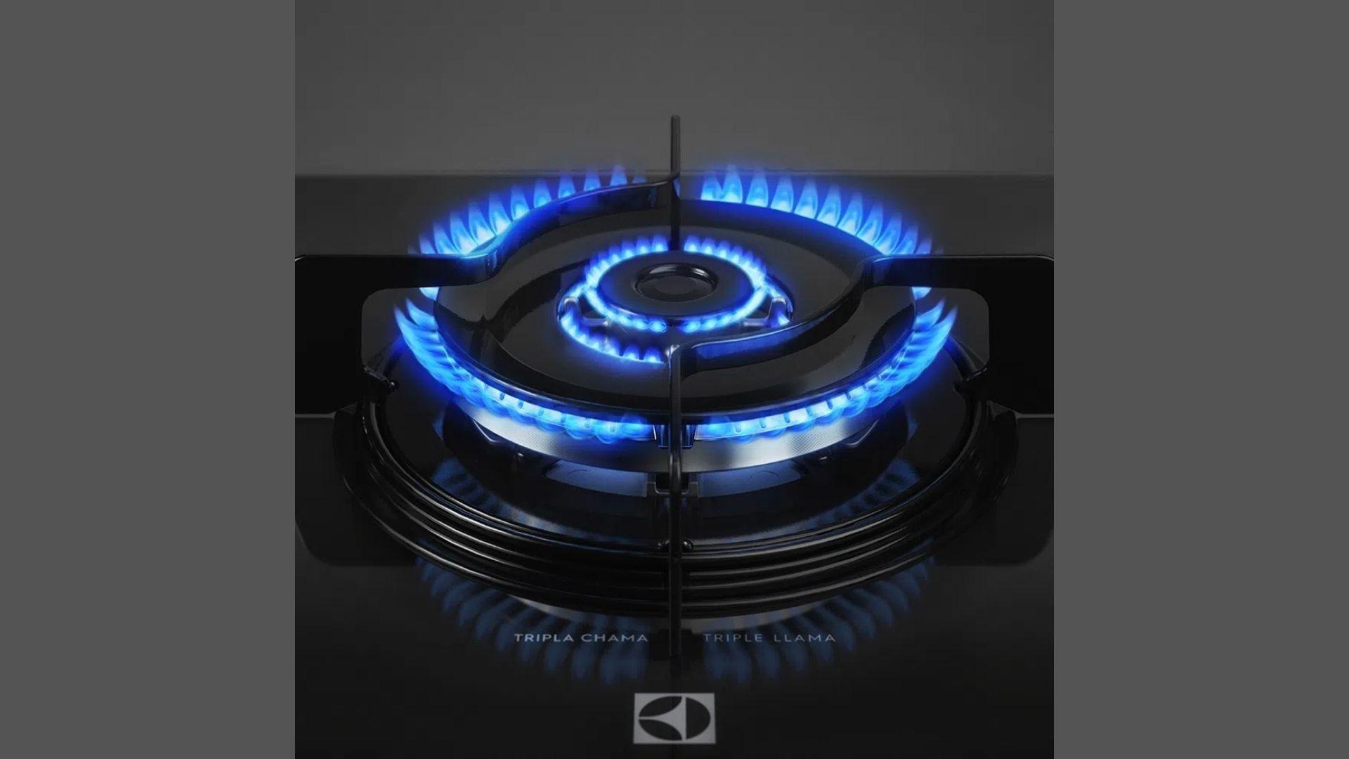 Boca tripla chama do cooktop Electrolux a gás de 5 bocas. (Imagem: Divulgação/Electrolux)