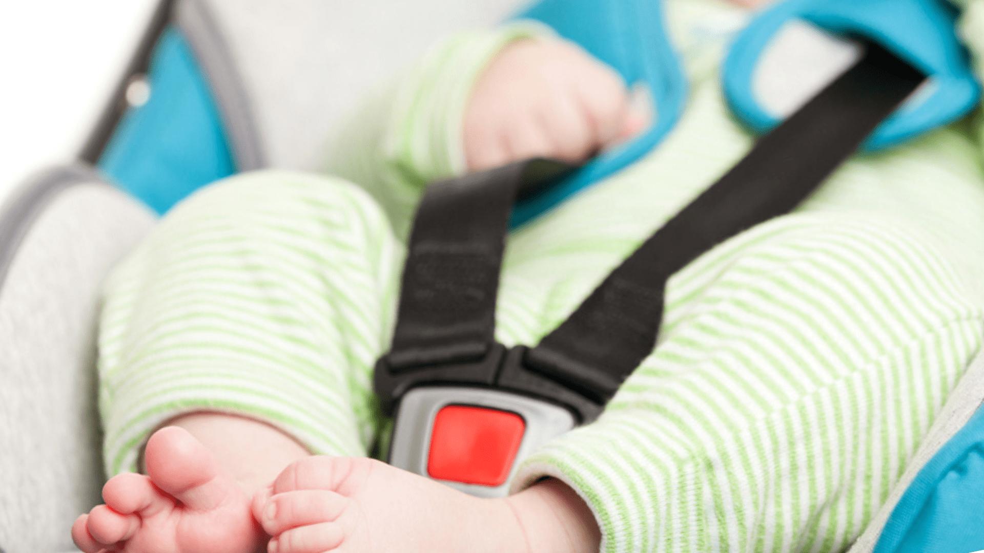 O carrinho de bebê com cinto de segurança de 3 pontos mantém a criança confortável (Imagem: Reprodução/Shutterstock)