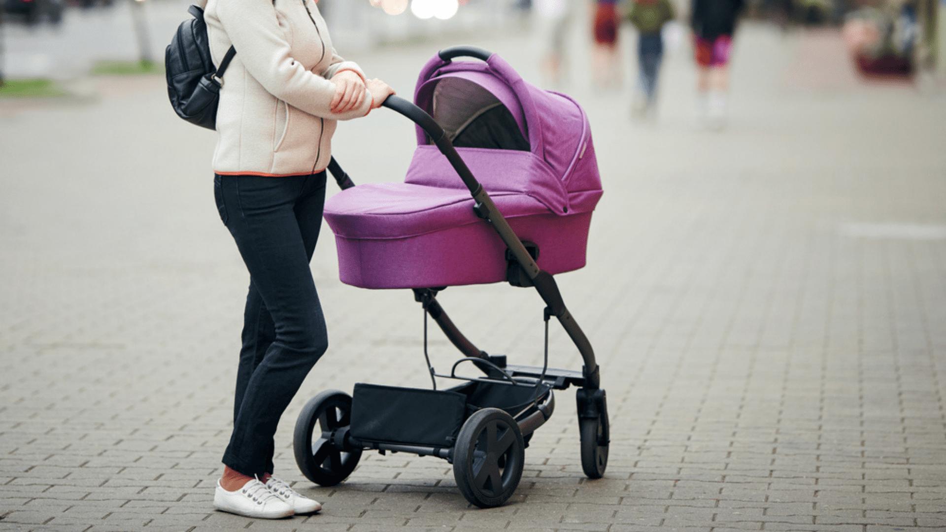 Por conta do tamanho, o Moisés pode ser mais confortável para o bebê (Imagem: Reprodução/Shutterstock)