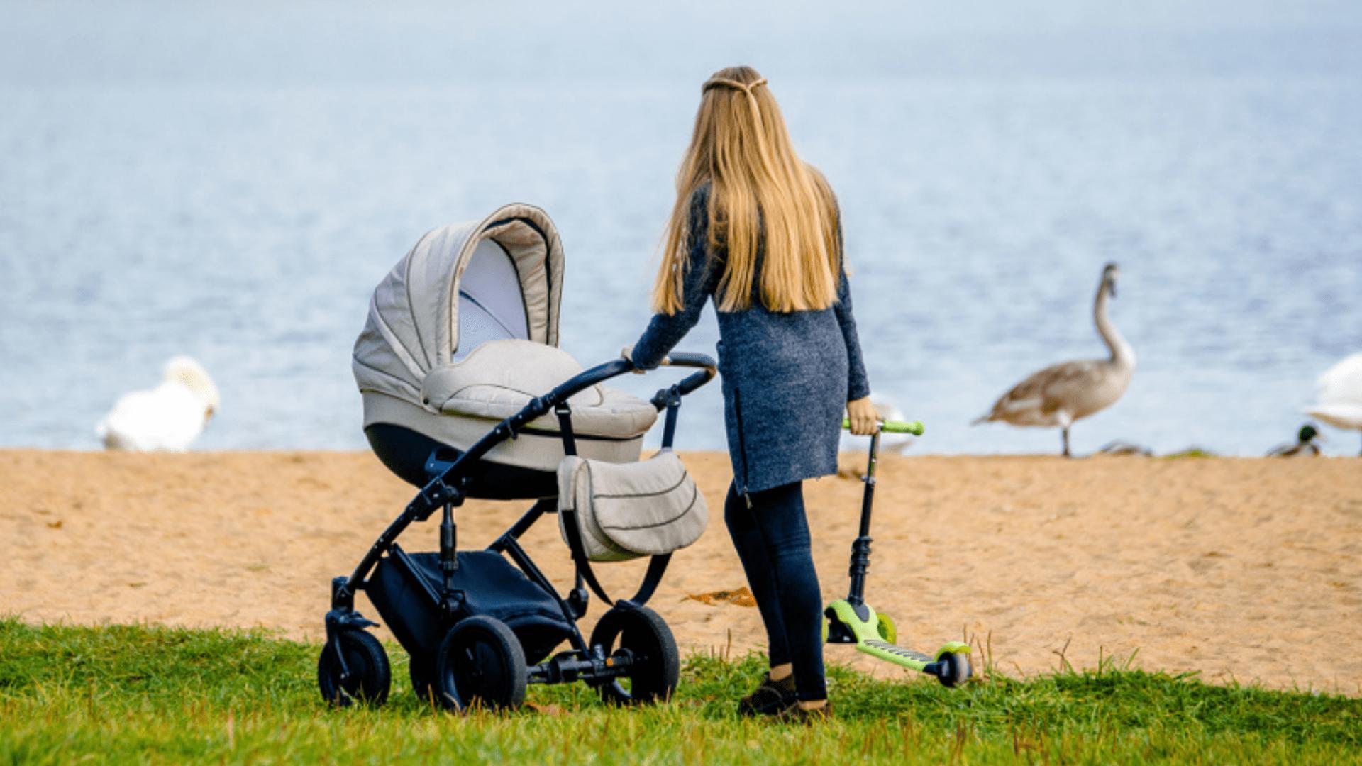 O Moisés, o bebê conforto e a cadeira para auto são itens que facilitam a rotina (Imagem: Reprodução/Shutterstock)