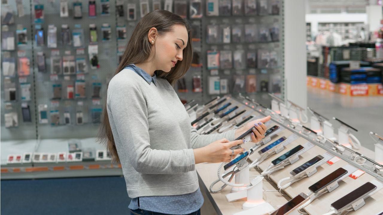 Veja algumas dicas para conseguir escolher o melhor celular (Foto: Shutterstock)