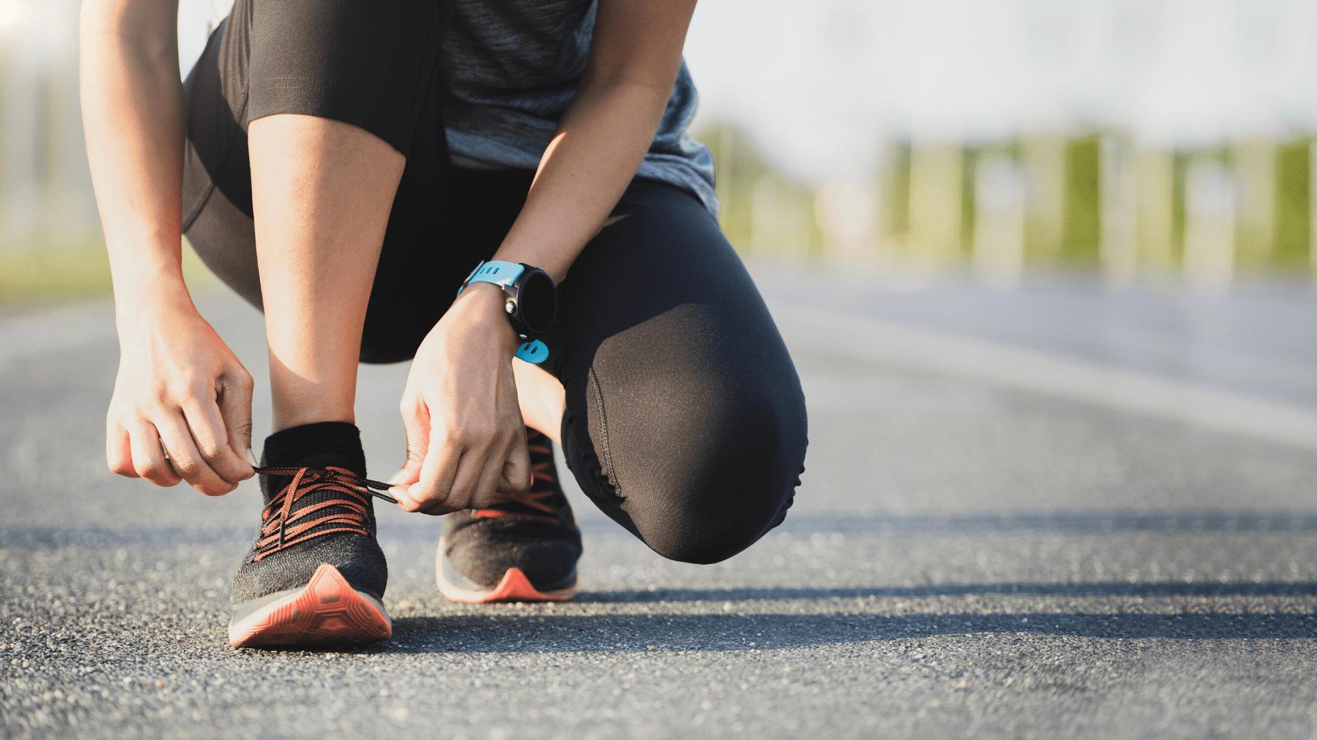 Para correr na rua, o aconselhado é considerar um bom sistema de amortecimento (Imagem: Reprodução/Shutterstock)