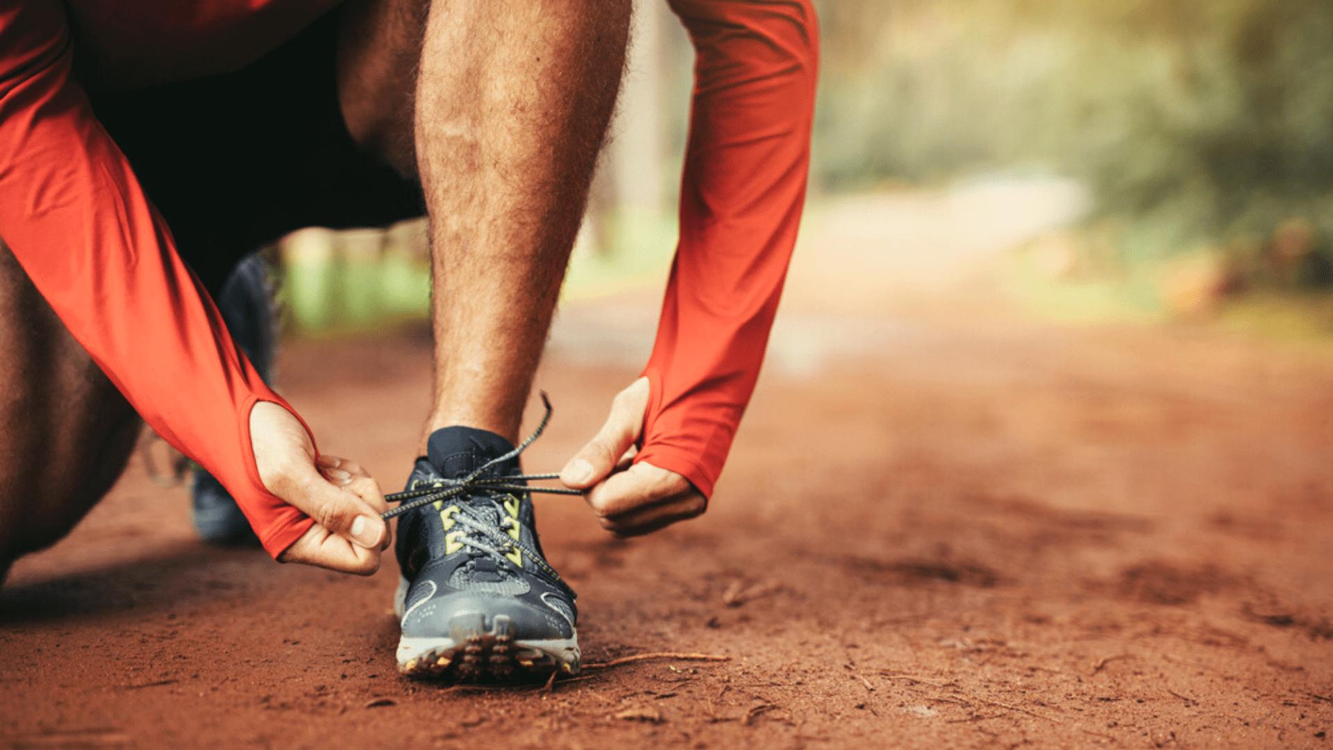 Para correr em trilhas, opte por um tênis com boa capacidade de ventilação (Imagem: Reprodução/Shutterstock)