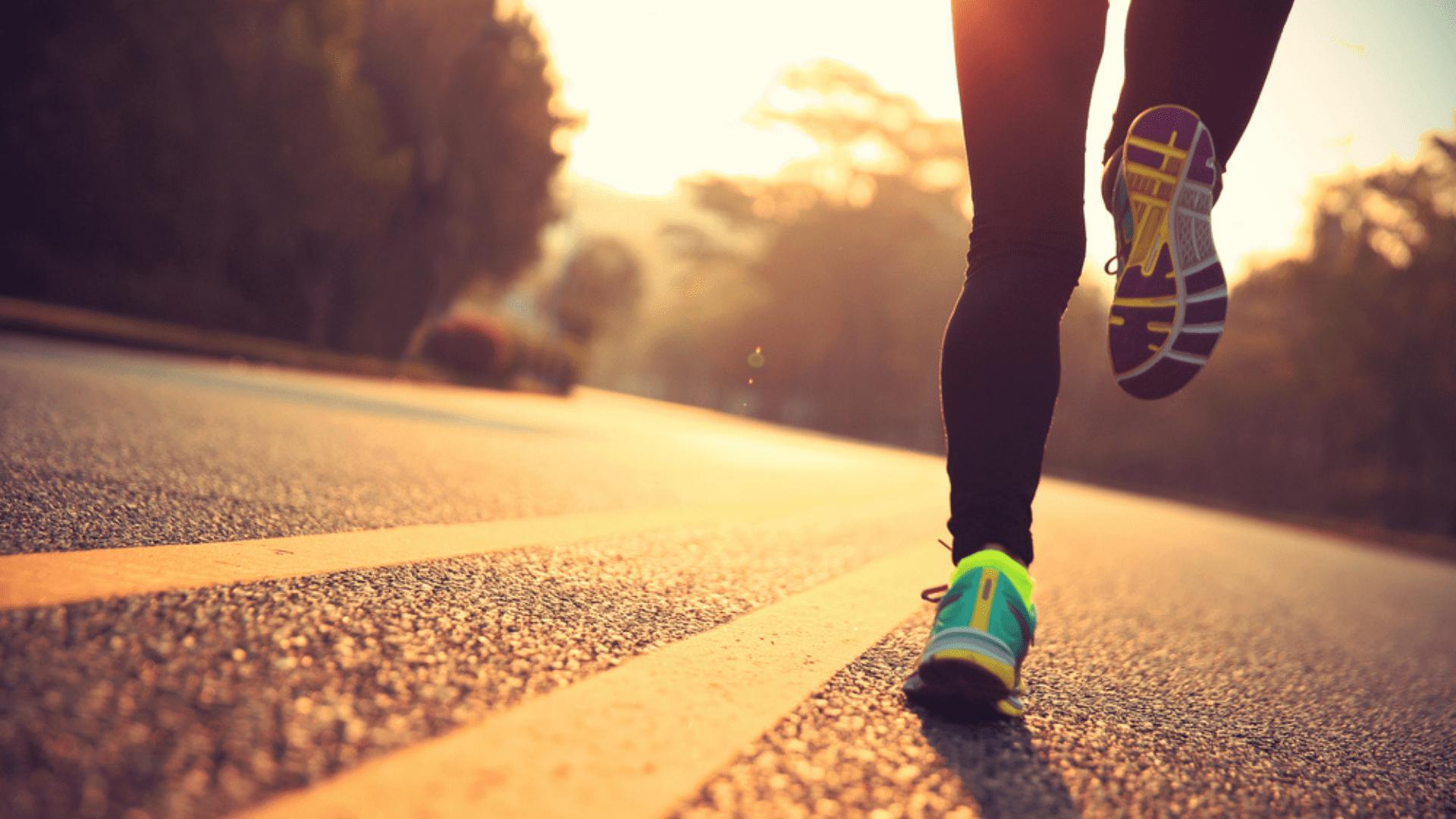 Veja algumas dicas para não errar na hora de escolher o melhor tênis de corrida (Imagem: Reprodução/Shutterstock)