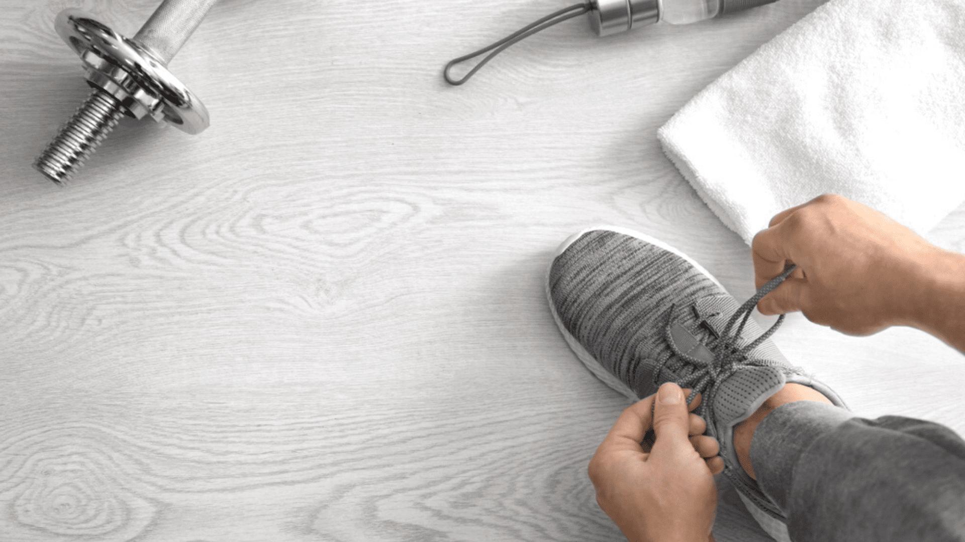 Confira o nosso guia com tudo o que você precisa saber antes de comprar um tênis para academia (Imagem: Reprodução/Shutterstock)