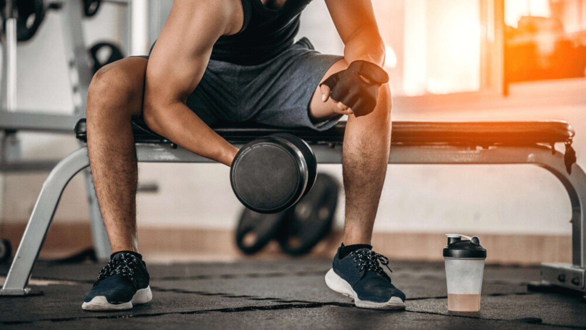 Para musculação, o ideal é optar por um tênis com maior estabilidade (Imagem: Reprodução/Shutterstock)