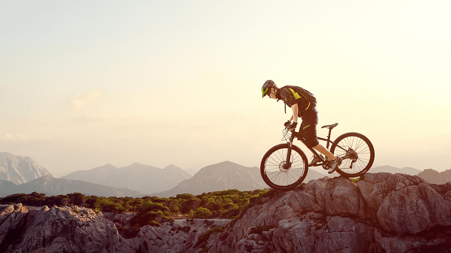 Para pedalar em trilhas, a melhor bicicleta é a Mountain Bike (Imagem: Reprodução/Shutterstock)
