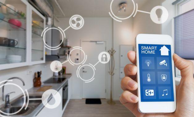 A casa inteligente tem seus eletrodomésticos e funções controladas por voz ou pelo celular, incluindo a automação dos mesmos. (Imagem:Reprodução/Shutterstock)