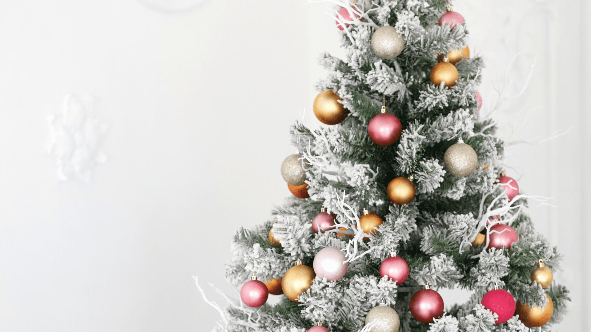 Árvore de Natal colorida (Imagem: Reprodução/Shutterstock)