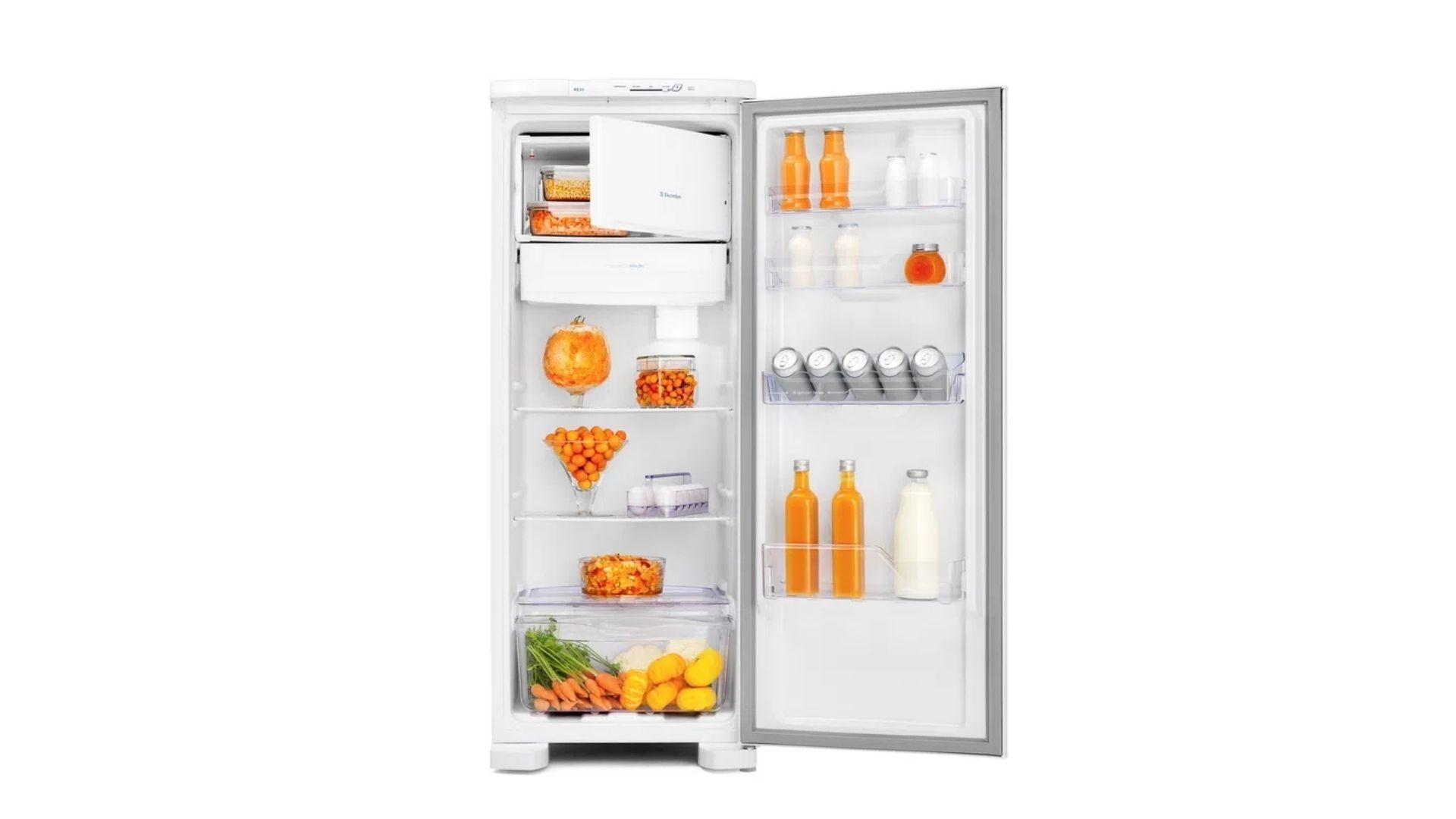 A geladeira Electrolux RE31 possui congelador na parte interna. (Imagem: Divulgação/Electrolux)