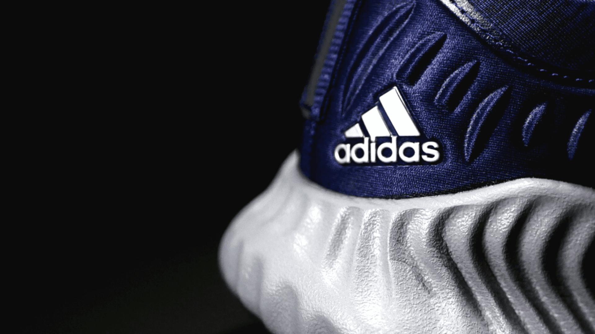 Veja a nossa seleção dos melhores tênis da Adidas de 2020! (Imagem: Reprodução/Shutterstock)
