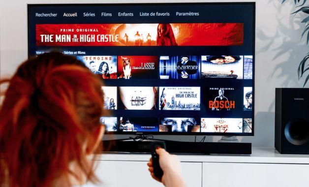 O Mi TV Stick roda aplicativos, como Netflix e Prime Video, de maneira fluida. (Imagem:Reprodução/Shutterstock)