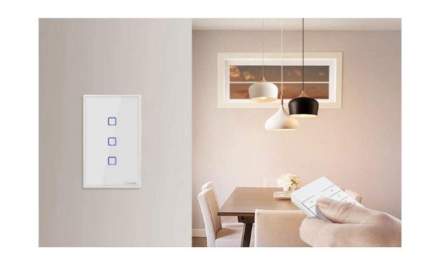Interruptor Sonoff TX também permite comando de voz e controle pelo celular. (Imagem:Divulgação/Sonoff)