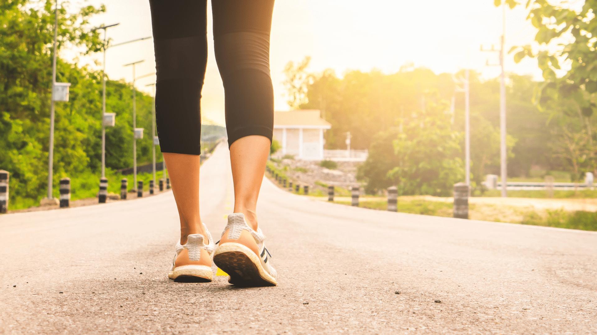 Para caminhar na rua, o aconselhado é considerar um bom sistema de amortecimento (Imagem: Reprodução/Shutterstock)