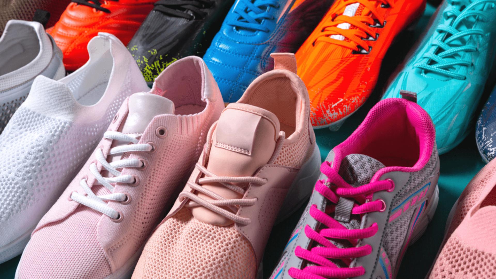 O mesh é uma malha entrelaçada que ajuda a ventilar os pés (Imagem: Reprodução/Shutterstock)
