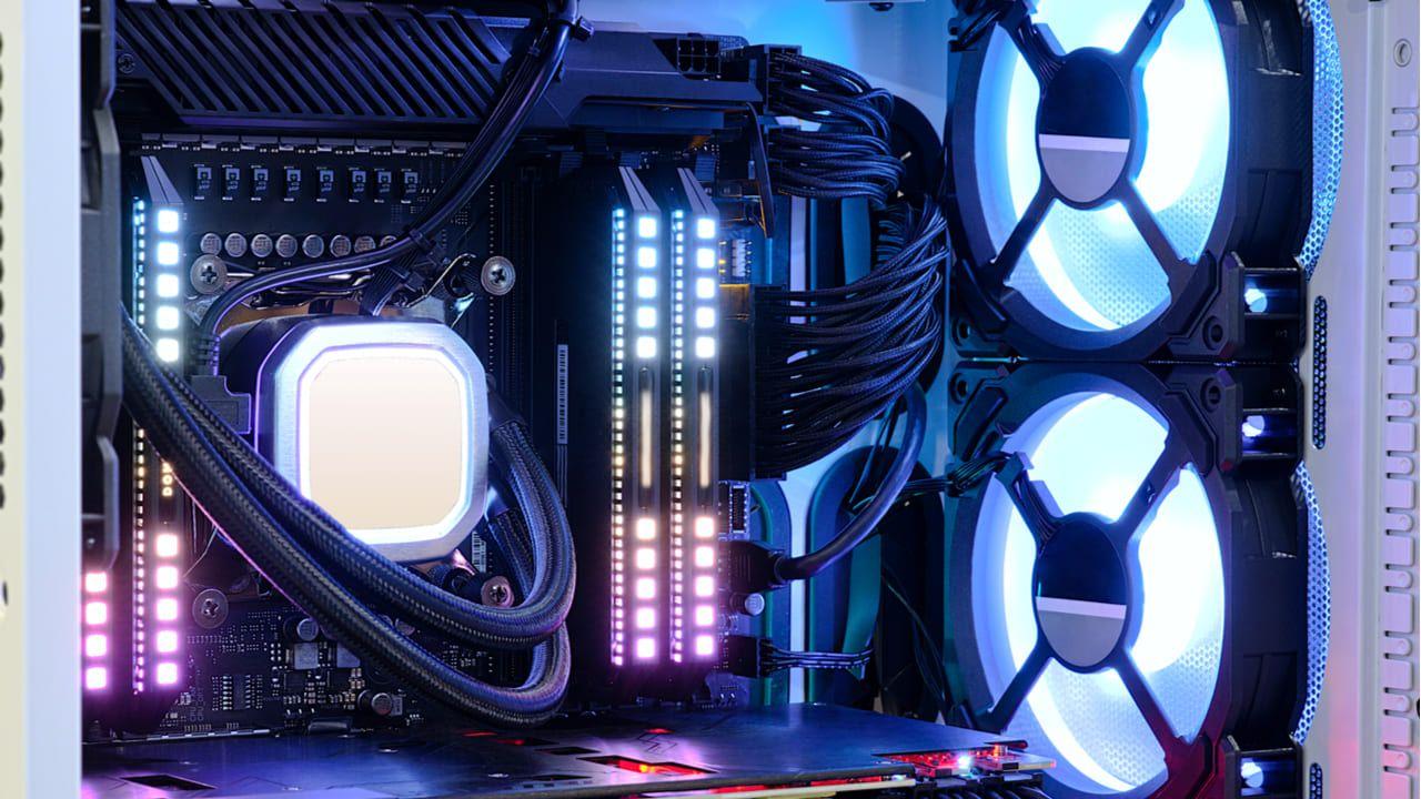 Um gabinete com mais ventoinhas pode ter um fluxo de ar melhor. (Foto: Shutterstock/FeelGoodLuck)