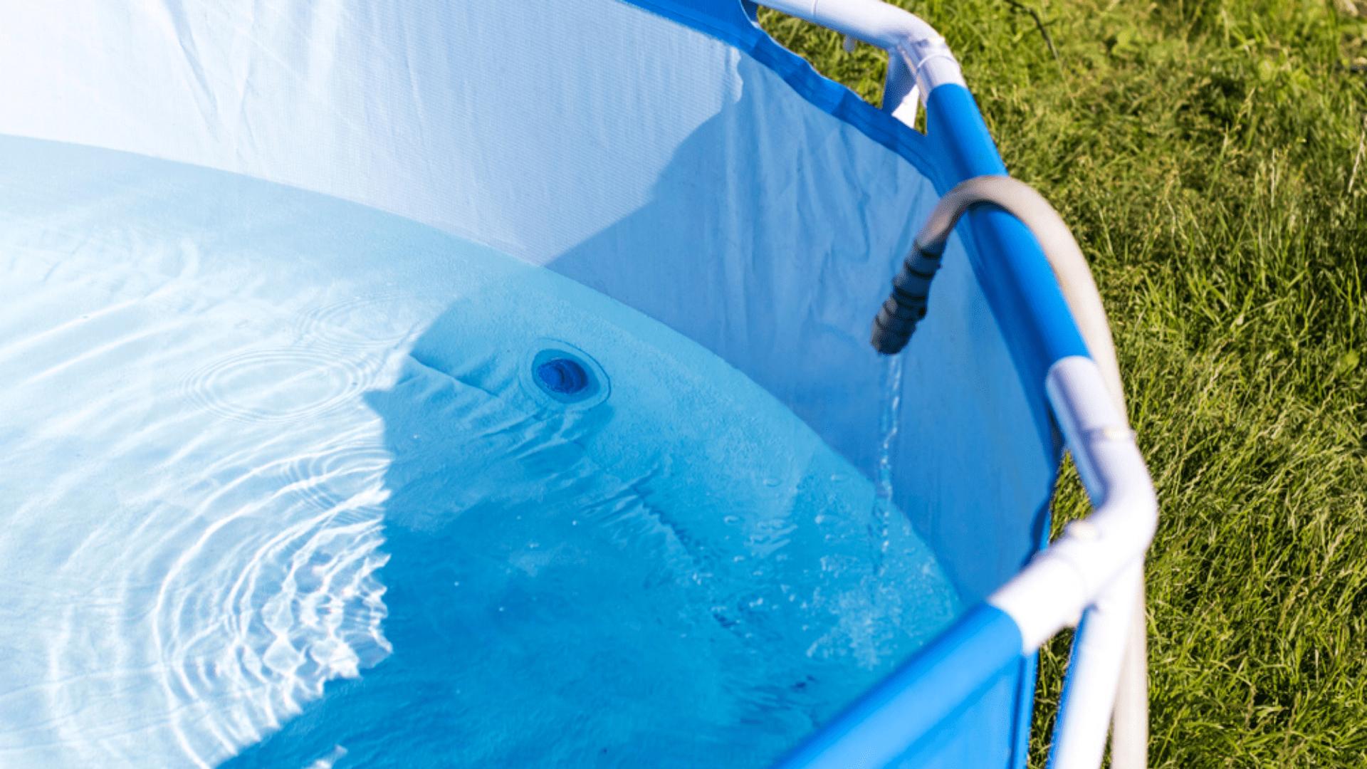 O material da armação da piscina deve ser resistente (Imagem: Reprodução/Shutterstock)