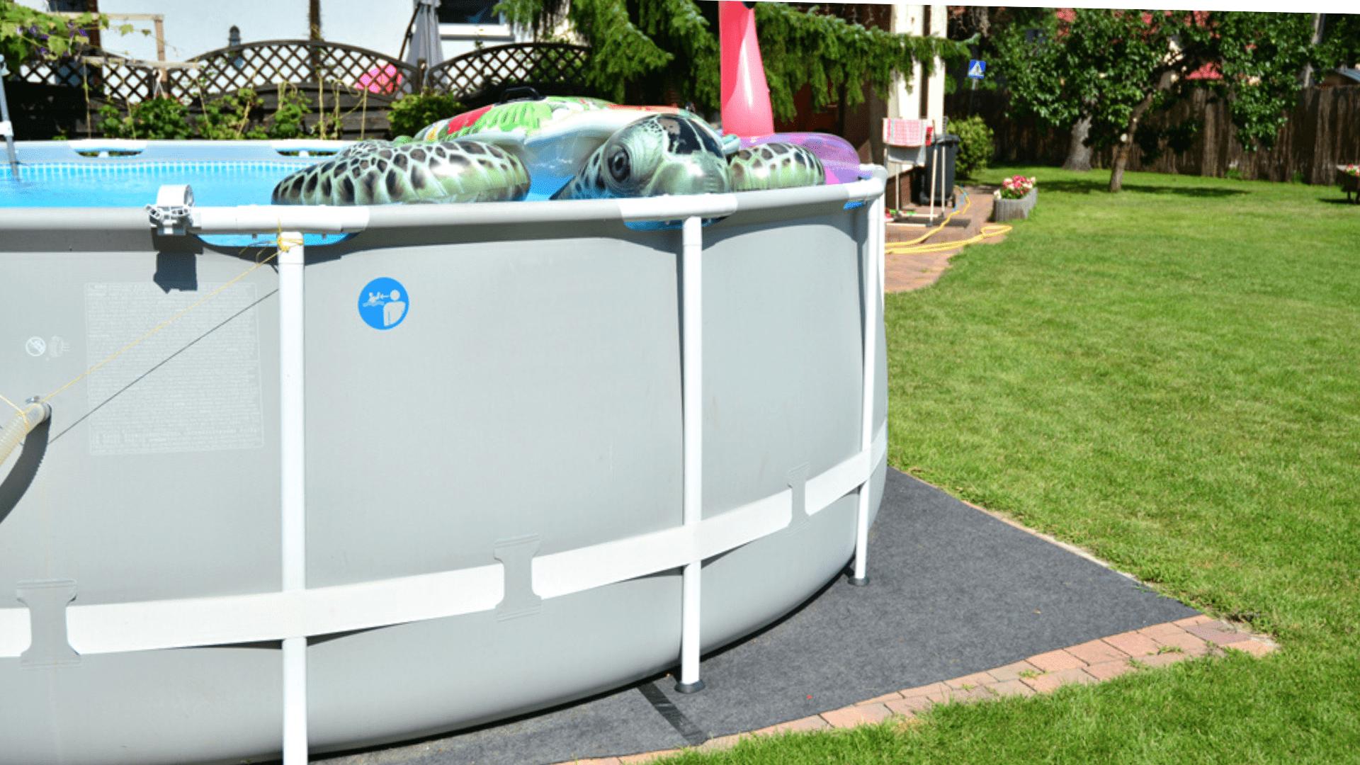 A montagem da piscina de armação deve ser prática (Imagem: Reprodução/Shutterstock)