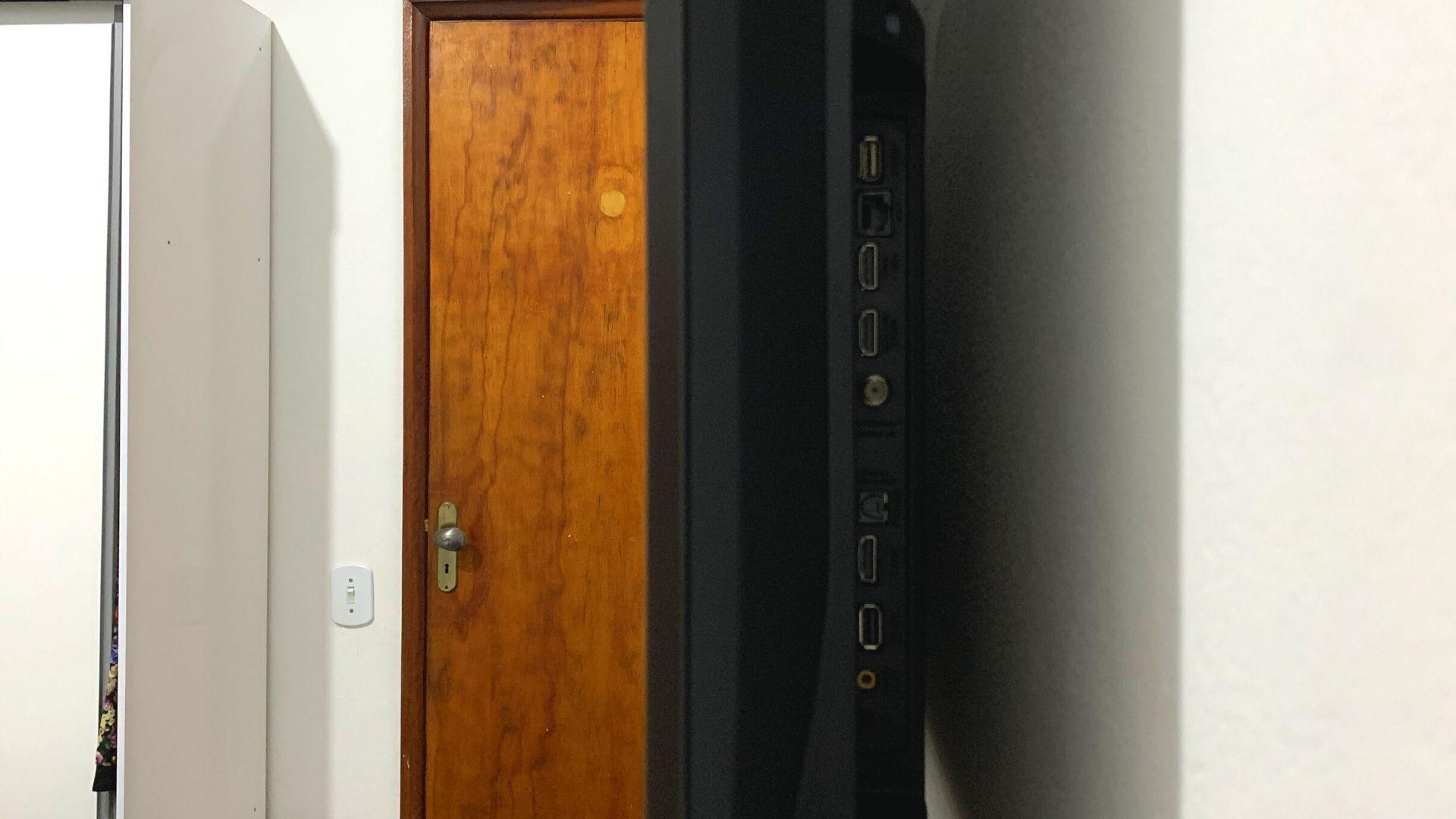 TCL P715 tem boa quantidade de conexões para uma TV 4K de entrada. (Imagem: Yulli Dias/Zoom)
