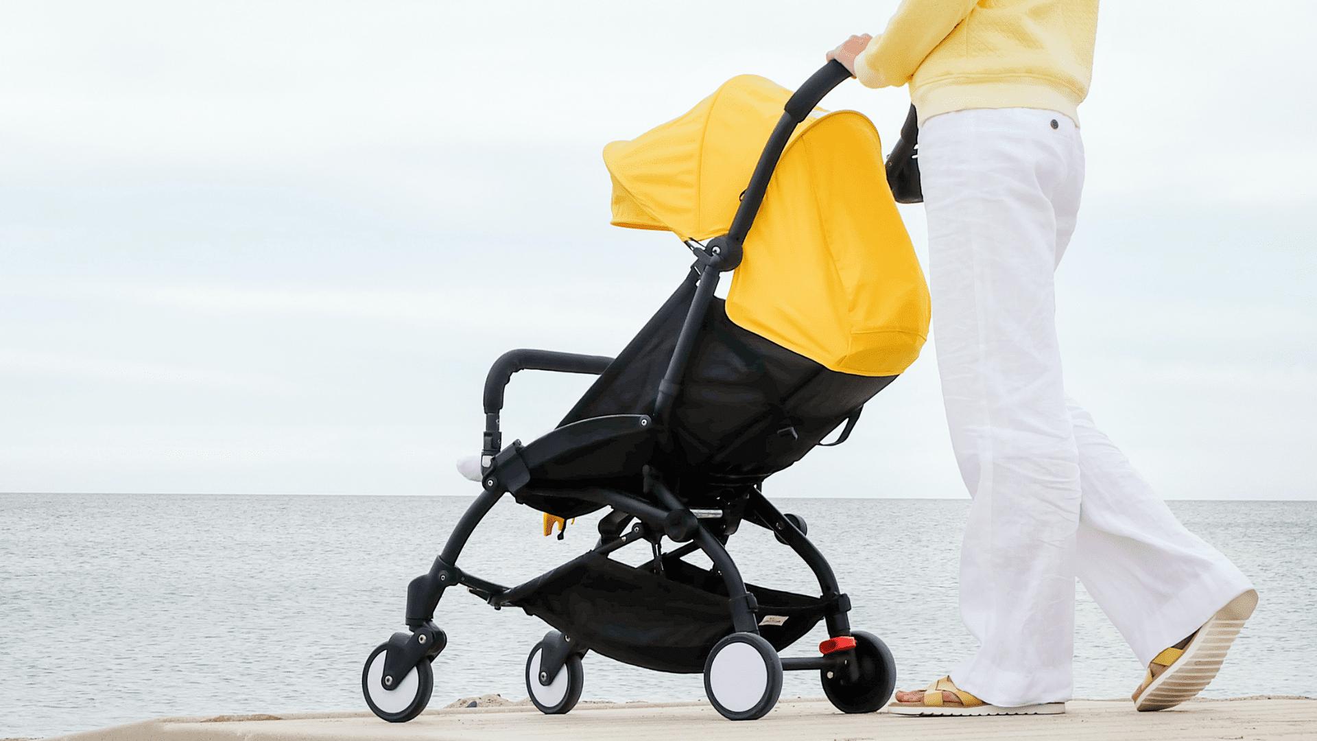 Veja a nossa seleção dos melhores carrinhos de bebê com capota de 2021! (Imagem: Reprodução/Shutterstock)
