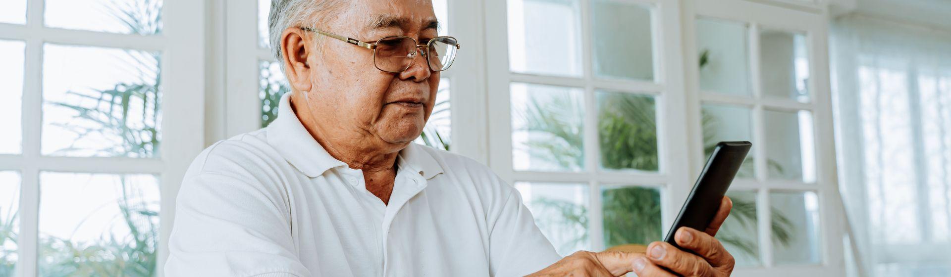 Tablet e celular para idoso: 5 modelos para presentear no Natal