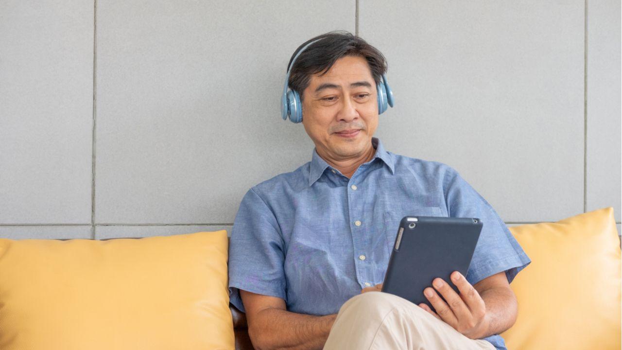 Confira algumas opções de celulares e tablets ideais para idosos (Foto: Shutterstock)