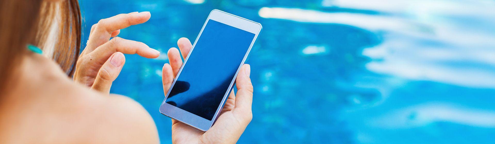 6 celulares à prova d'água para tirar fotos na praia ou piscina no verão 2021