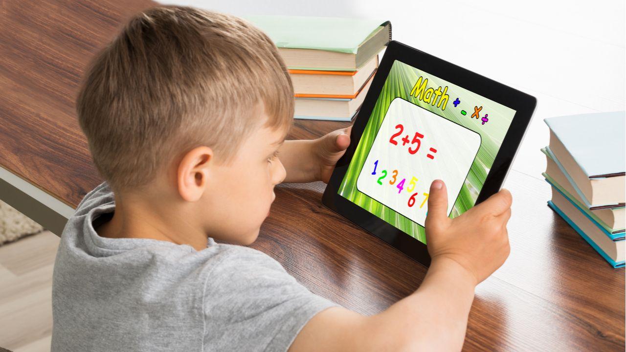 Os tablets infantis podem ser usados no aprendizado dos pequenos (Foto: Shutterstock)