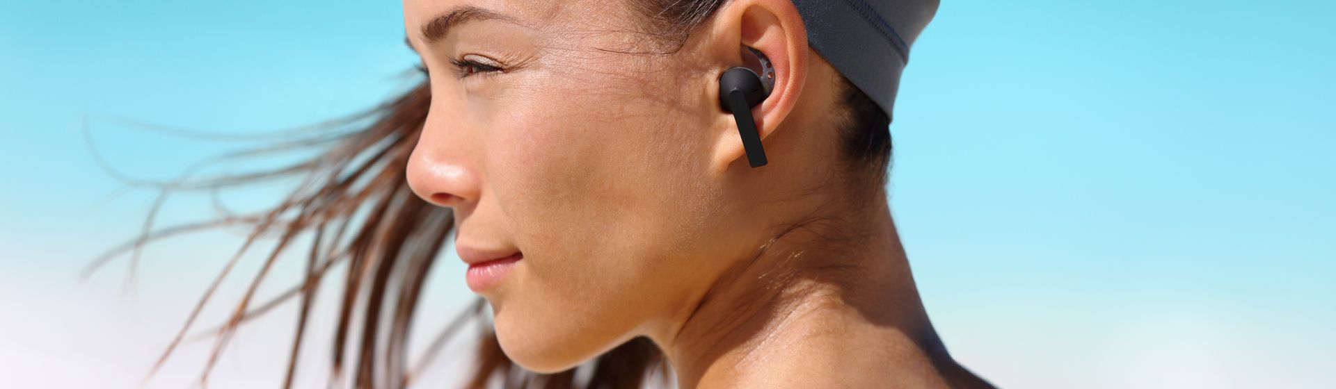 Fones de ouvido resistentes ao suor para se exercitar no verão