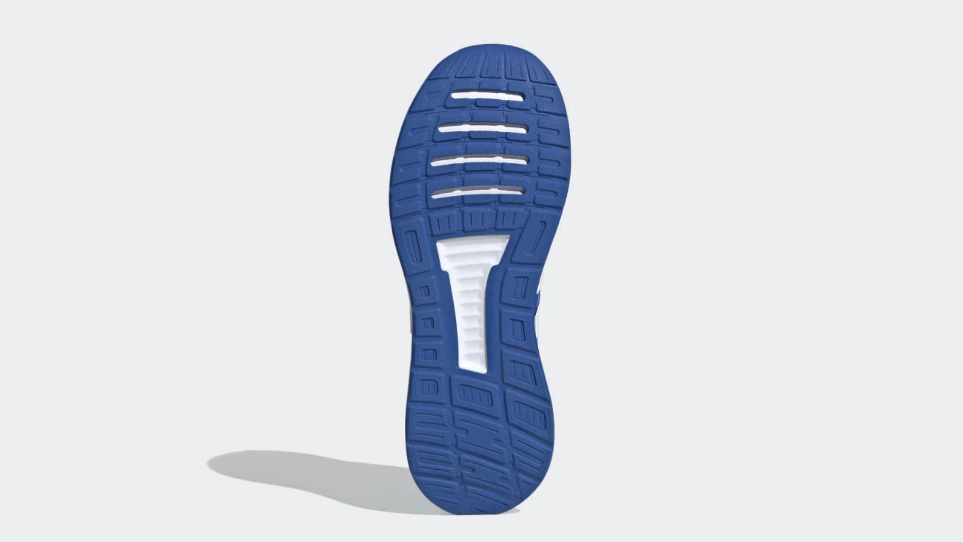 O Adidas Run Falcon tem solado de borracha resistente (Imagem: Divulgação/Adidas)