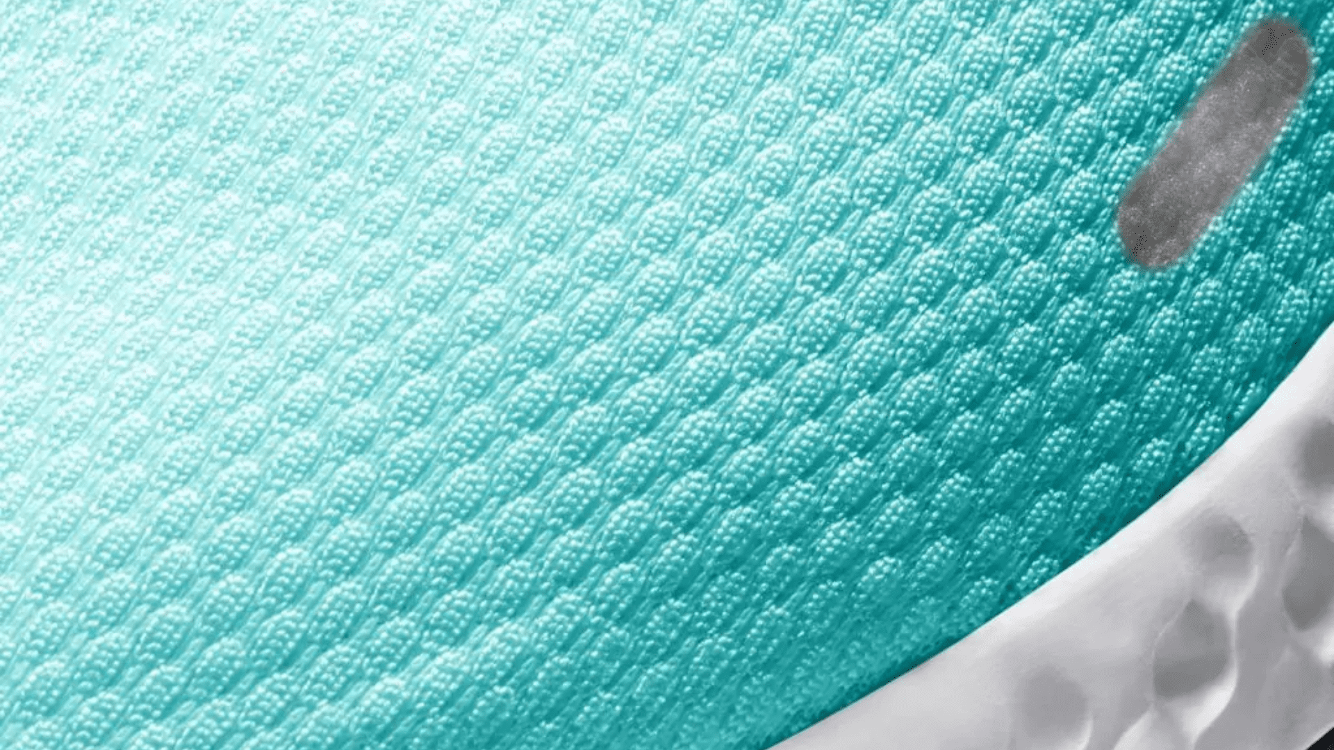 O Nike Revolution 5 é feito em material Knit (Imagem: Divulgação/Nike)