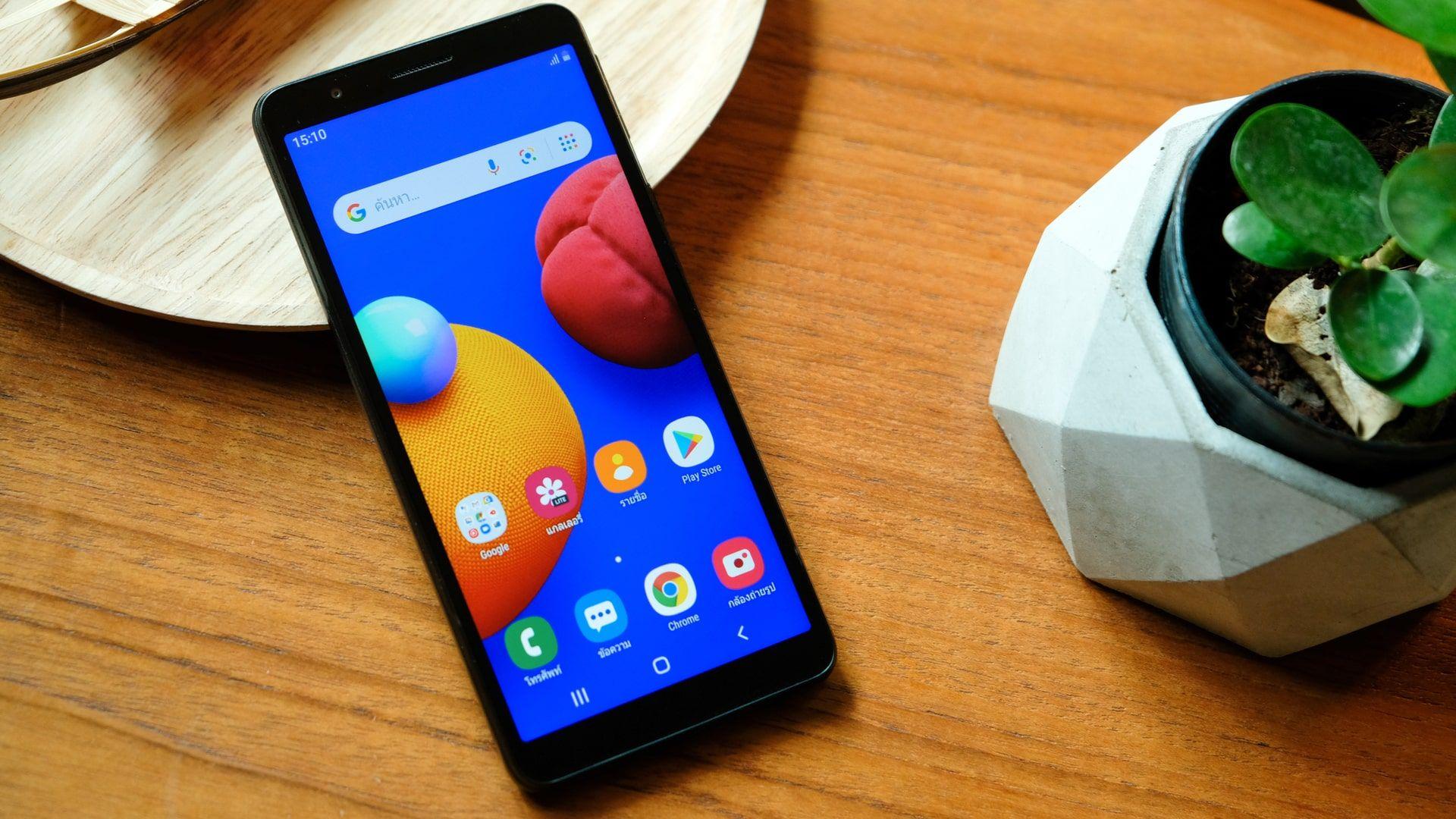 Celular até 800 reais: Galaxy A01 é um dos modelos para comprar no Brasil (Foto: Shutterstock)