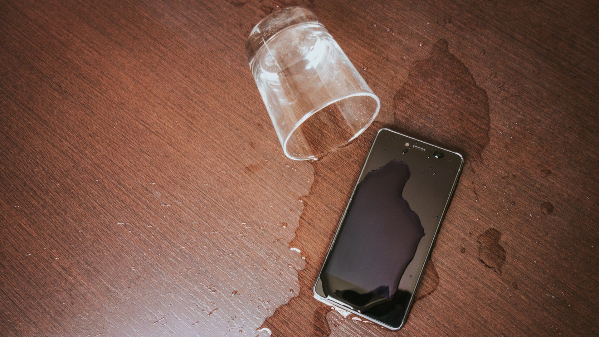 Certificação IP68 e 67 ajudam a proteger o celular de acidentes (Foto: Shutterstock)
