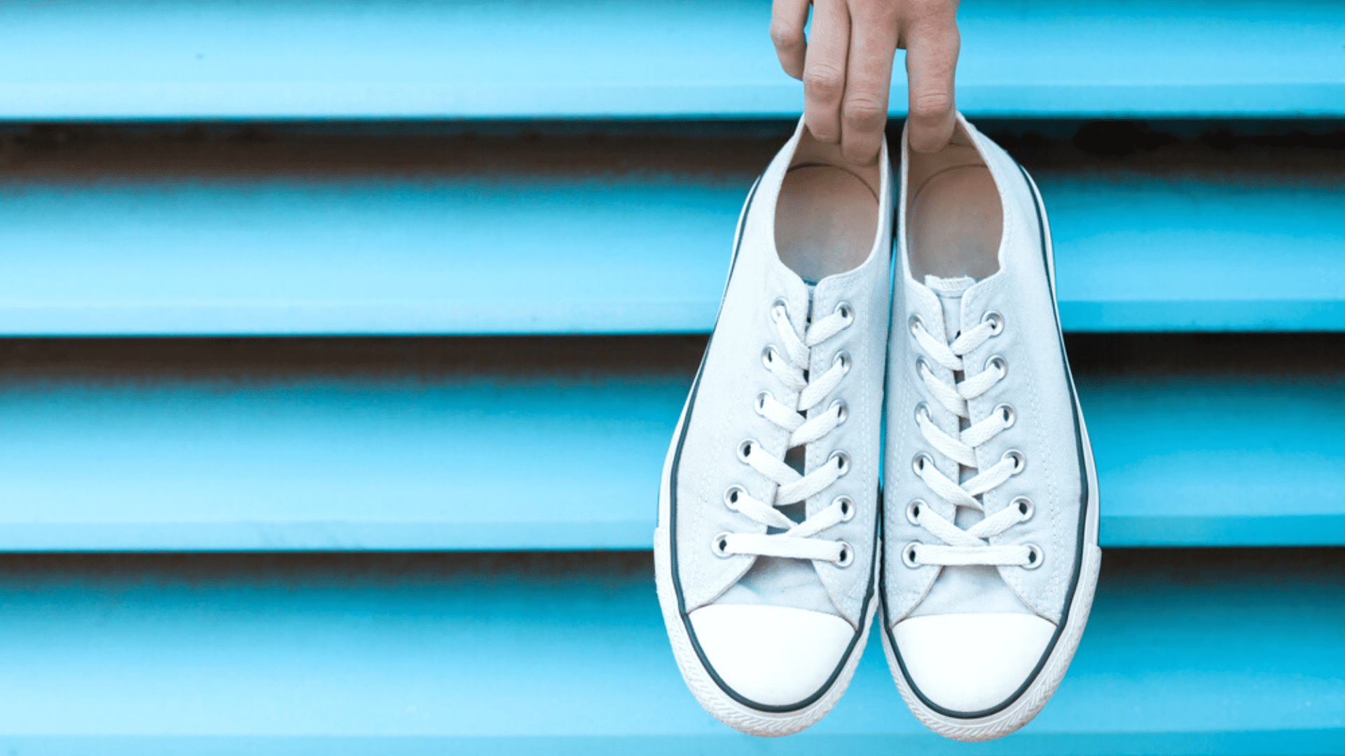 Veja as nossas dicas sobre como amaciar um tênis novo! (Imagem: Reprodução/Shutterstock)