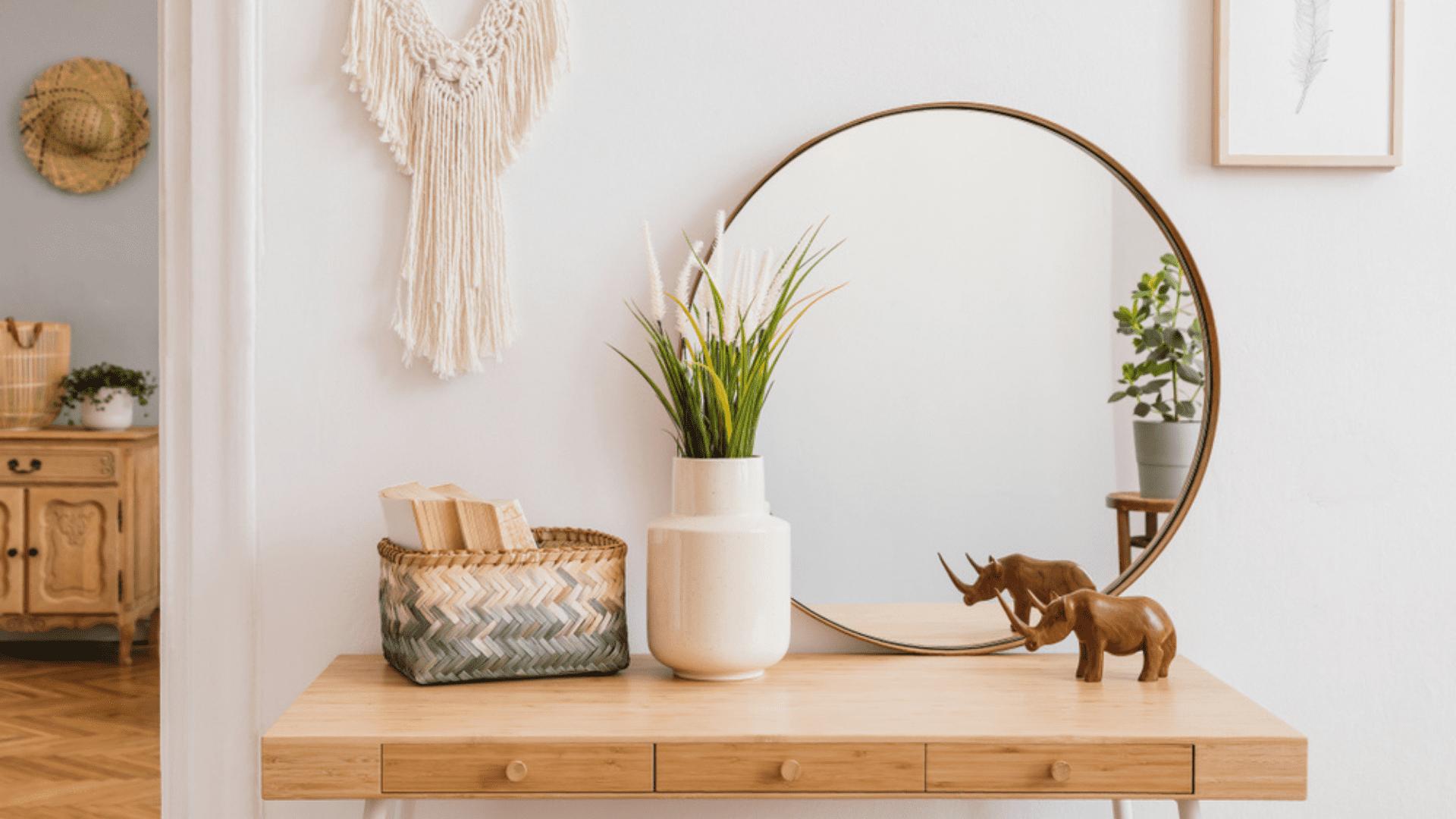 Coloque espelhos no cômodo para expandir o ambiente (Imagem: Reprodução/Shutterstock)