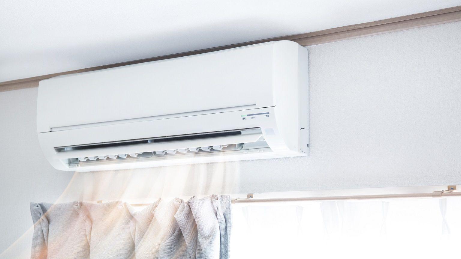 Matenha o split longe de aparelhos eletrônicos, pois o vapor pode danifica-los com o tempo (Imagem: Reprodução/Shutterstock)