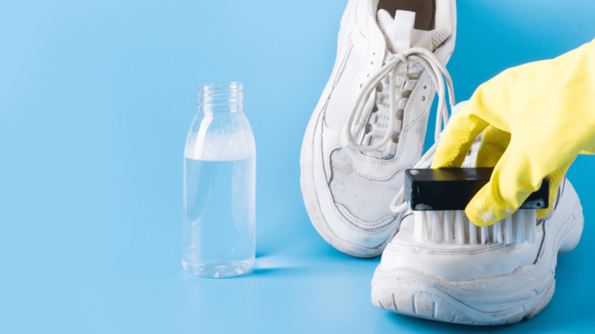 Aprenda a tirar o amarelado do seu tênis branco! (Imagem: Reprodução/Shutterstock)