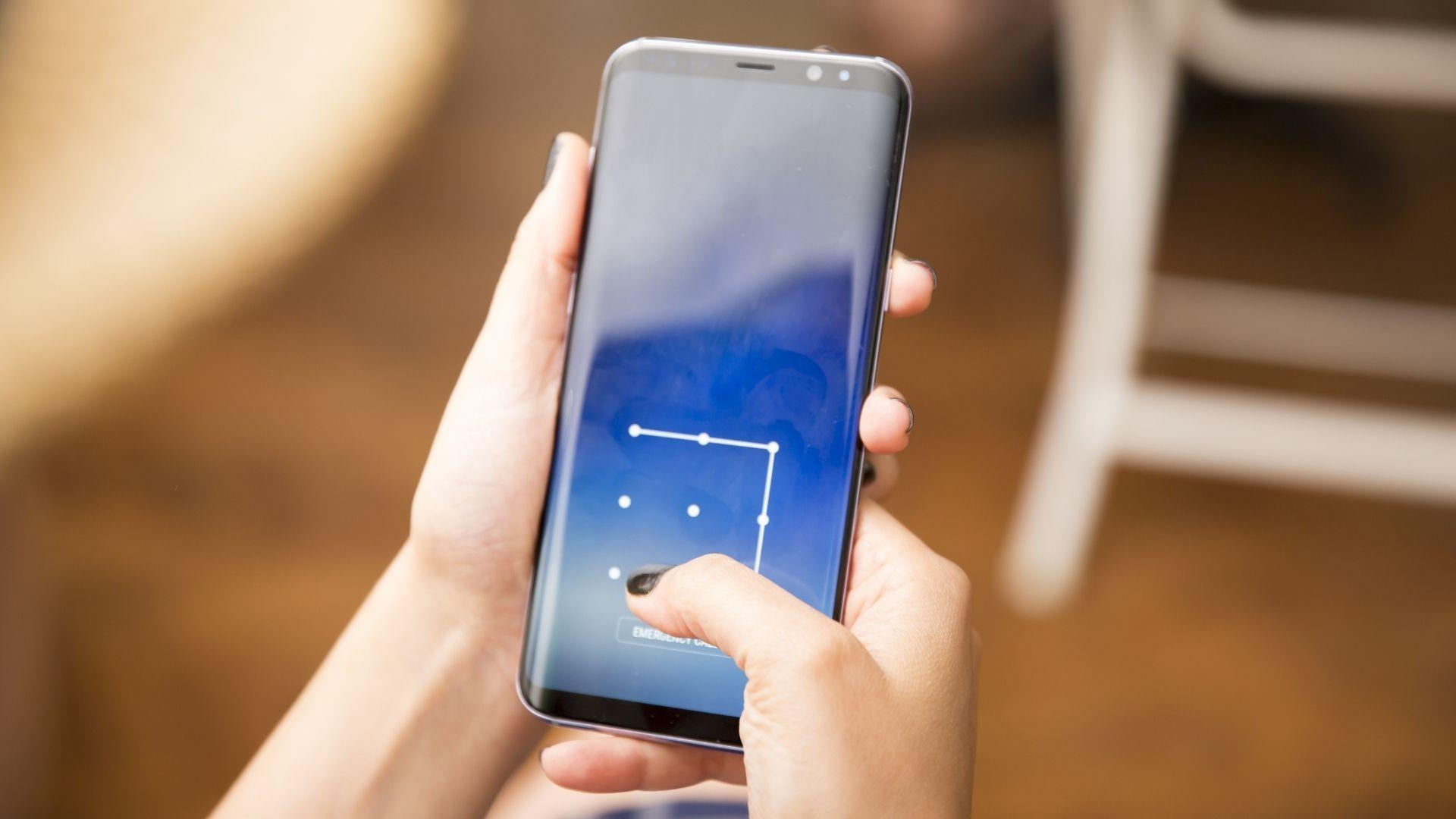 Aprenda como desbloquear celular Samsung sem senha ou padrão (Foto: Nadir Keklik / Shutterstock.com)