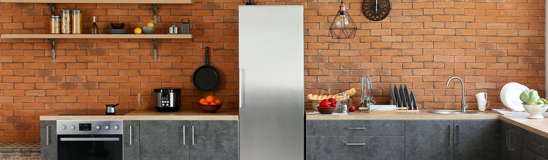 Como limpar geladeira envelopada?