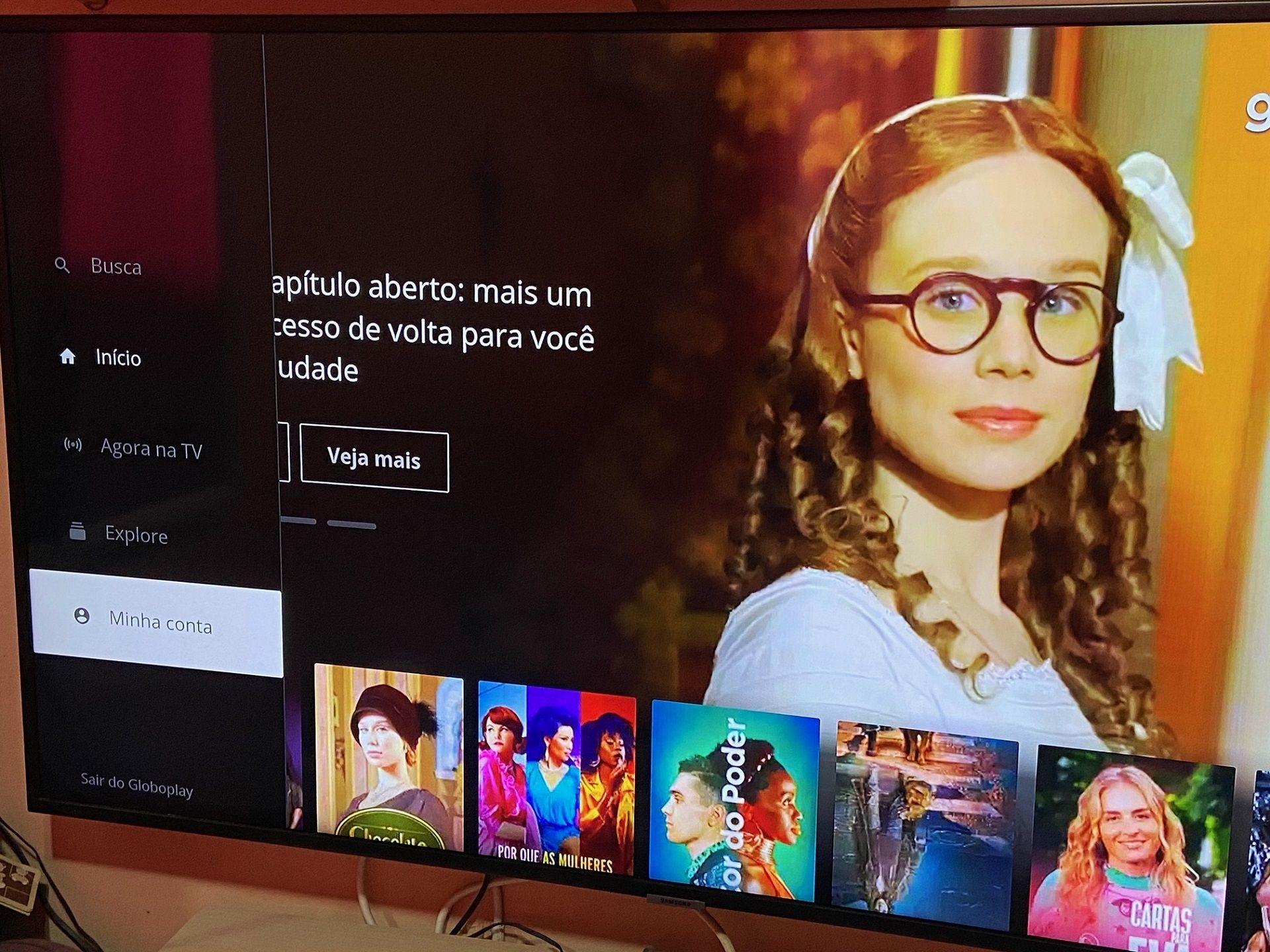Foto de smart TV com o aplicativo Globoplay aberto