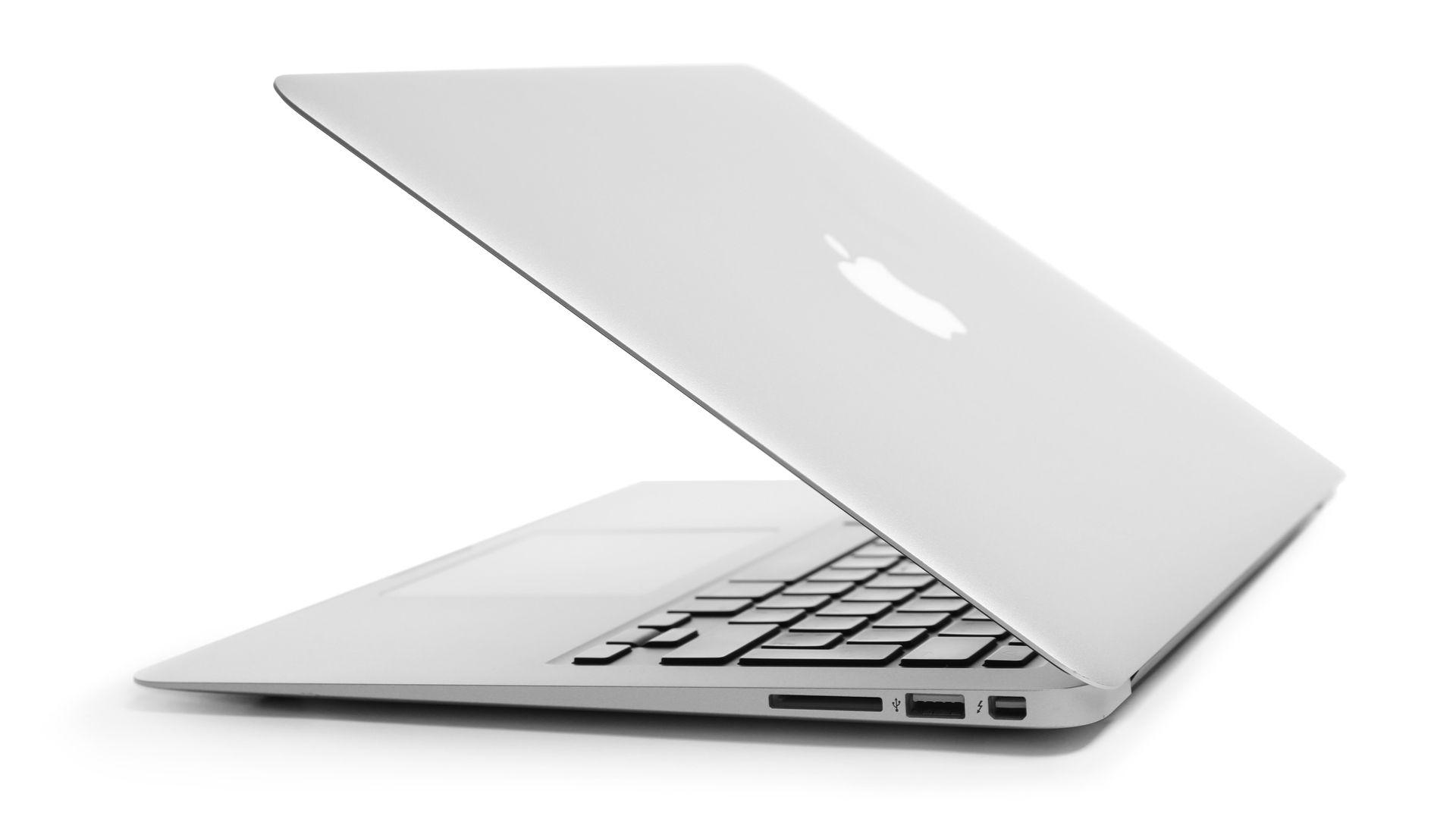 O design do Macbook Air 2017 não tem muitas diferenças para os modelos mais recentes (Shutterstock)